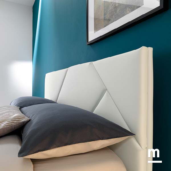 testata del letto imbottita in ecopelle bianca cross con pannelli sfoderabili e lavabili