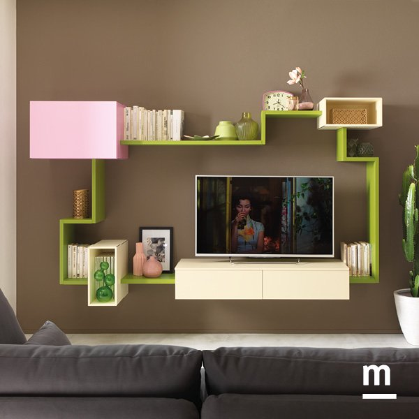 libreria flexa verde oliva e wallbox sospesi laccati rosa cipria e avorio con cassetti e anta basculante