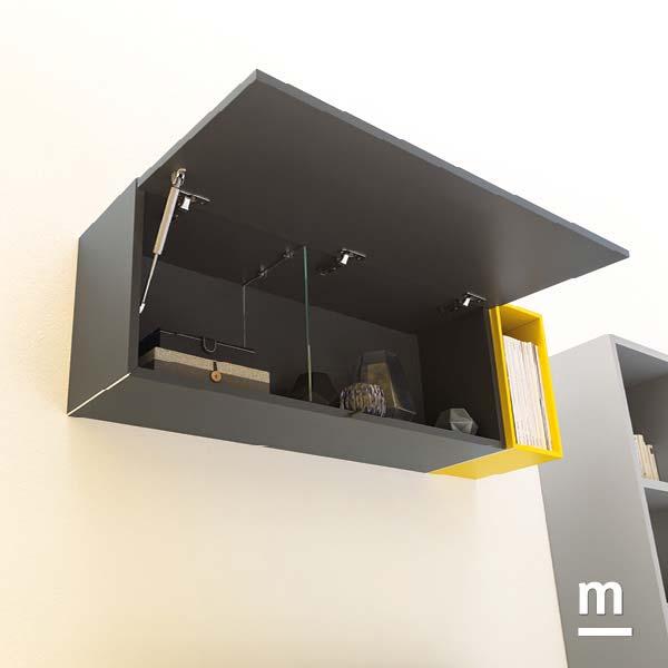 wallbox sospeso grafite con anta basculante e divisore centrale in vetro e wallbox a giorno laccato senape