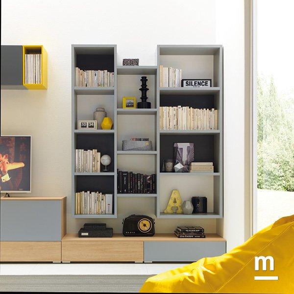 soggiorno moderno con wallbox a terra e libreria outline sospesa di differenti larghezze