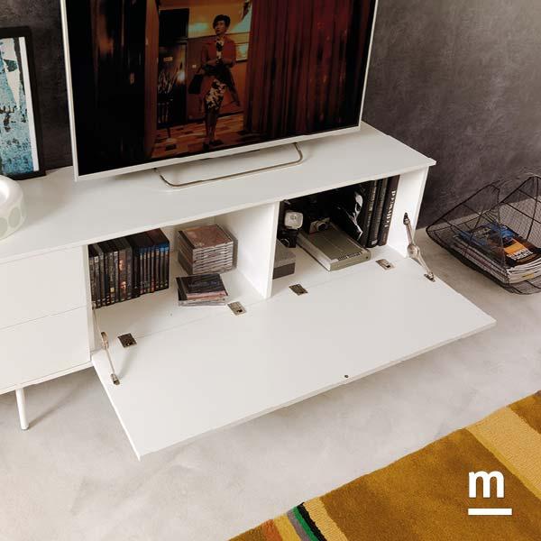 zona tv con madia moderna laccata bianca su supporto metallico e wallbox con anta a ribalta