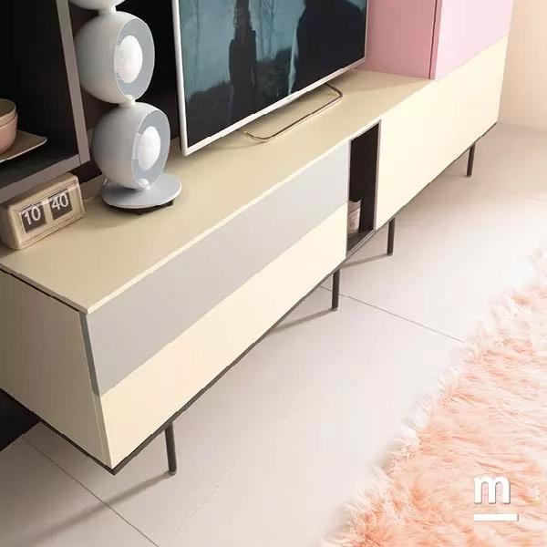madia con wallbox su basamento in metallo laccato a contrasto color grafite