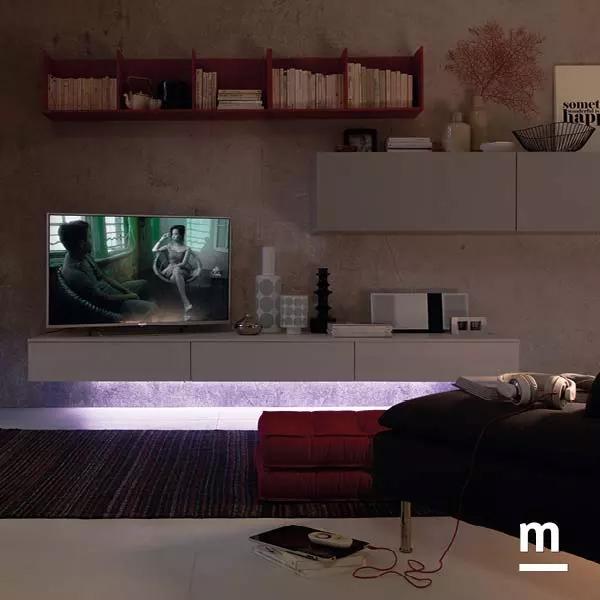 soggiorno moderno con base tv sospesa illuminata da led
