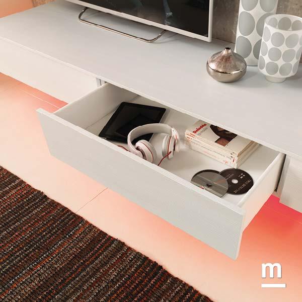 zona tv in soggiorno con wallbox con cassetti e illuminazione a led