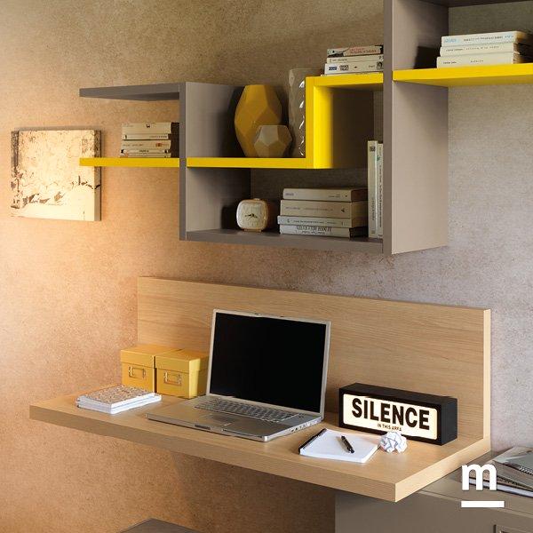 soggiorno con scrivania sospesa spessore 40 mm in essenza olmo e libreria decorativa flexa