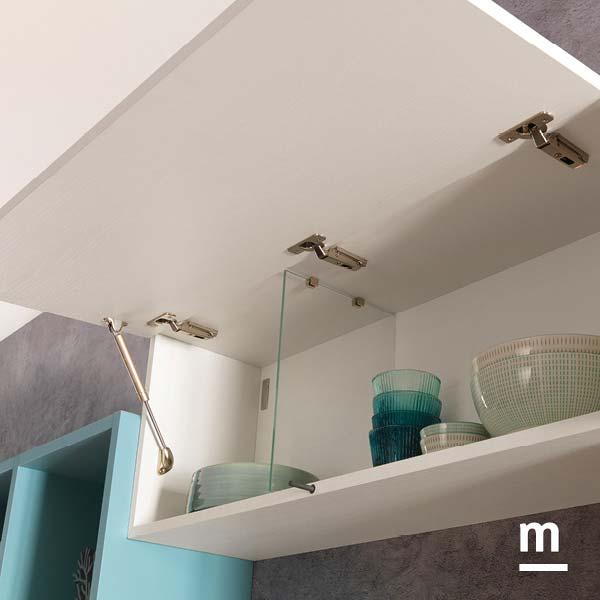 Wallbox sospeso in frassino bianco con anta basculante e divisore in vetro per l'arredo soggiorno