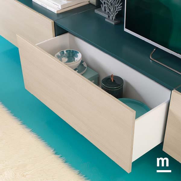 wallbox sospeso con cassettone ad apertura push-pull e top laccato color pavone