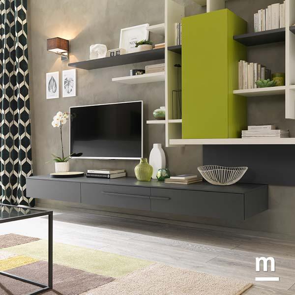zona tv in soggiorno con wallbox sospesi laccati grafite e libreria moderna