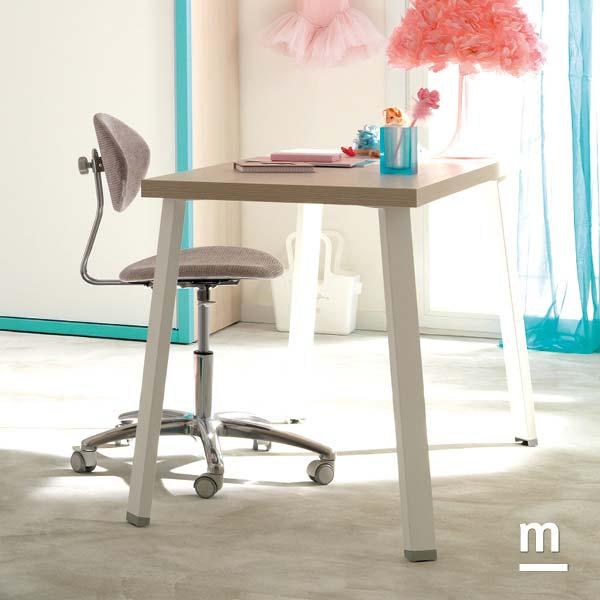 Scrivania rettangolare con supporti in metallo bianco Tip e top spessore 40 mm