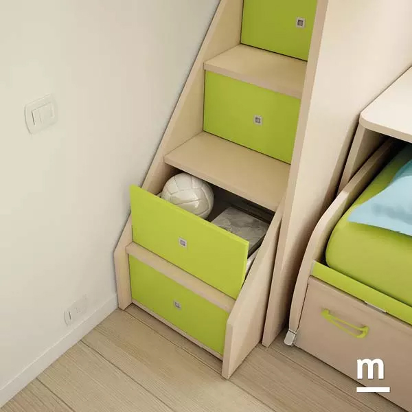 Scala laterale contenitiva del soppalco Level con 4 cassetti verde cedro e struttura in larice