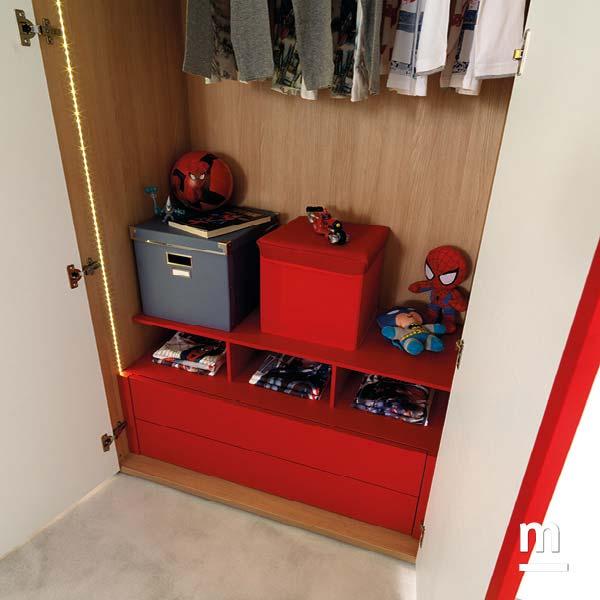 Cassettiera interna all'armadio con 2 cassetti e modulo alveare laccati rosso ciliegia