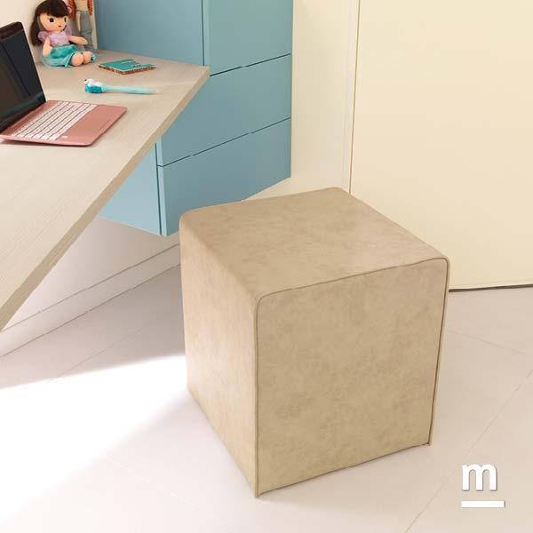 Pouf quadrato da seduta Kubo imbottito con rivestimento in ecopelle crema