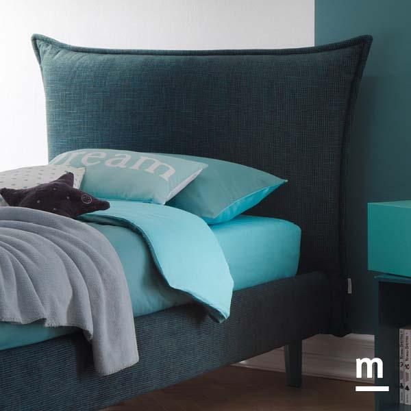 Testata del letto Hug in tessuto blu notte imbottita