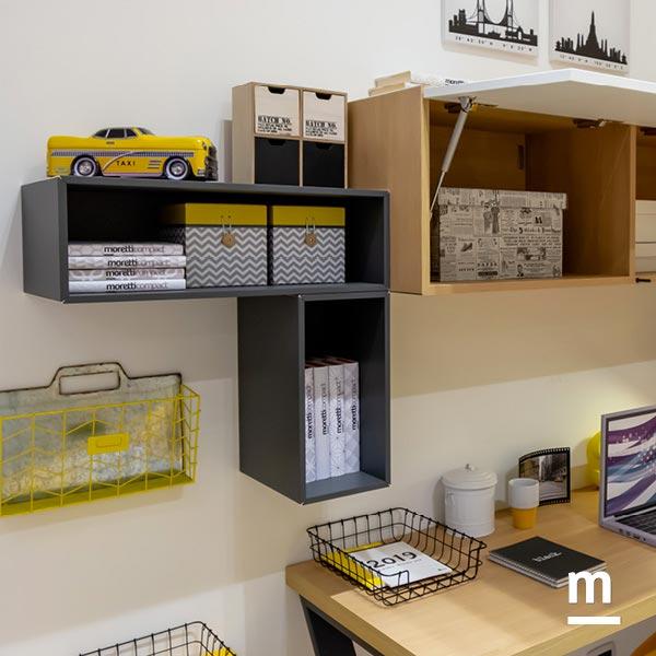 Wallbox sospesi sopra la scrivania con vano a giorno laccati grigio grafite