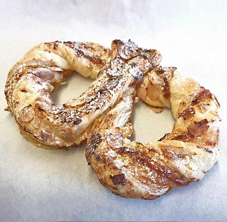 Mandelbrätzel Fenuta Bäckerei Zurich-Dietikon - Ein exklusives Fenuta-Süssgebäck mit Mandeln. Ideal für unterwegs oder zusammen mit einem Kaffee.