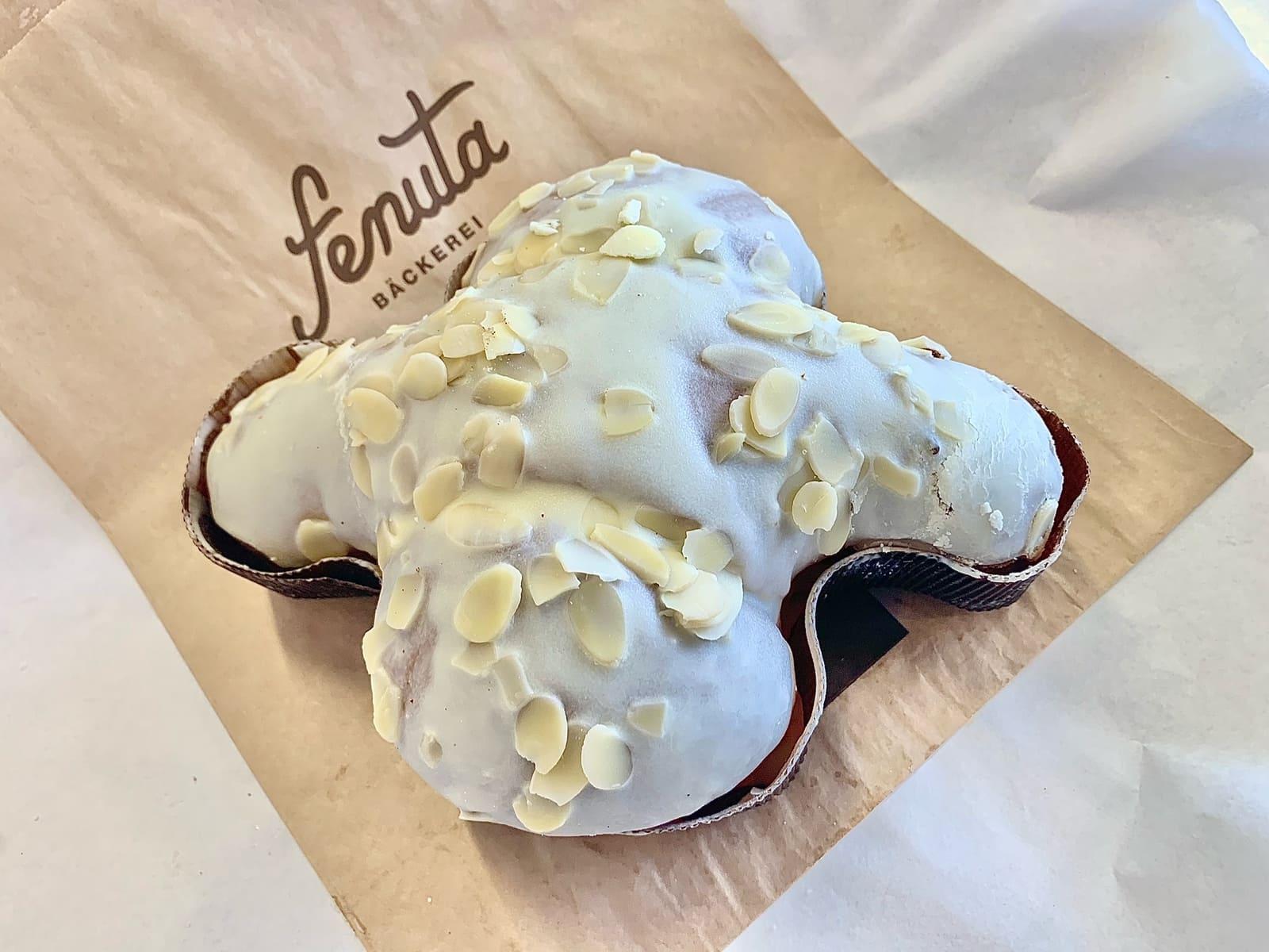 """Die Bäckerei Fenuta präsentiert """"La Colomba"""". Das traditionelle Ostergebäck gibt es in zwei Variationen: Klassisch (Tradizionale) oder überzogen mit weisser Schokolade."""