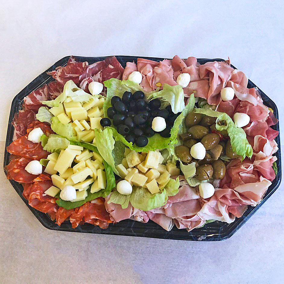 Apéro Platte von Fenuta Bäckerei - Sehr beliebt bei Events in Hotels. Wir sorgen fürs Catering mit frischem Aufschnitt, diverse Käse Sorten und hausgemachtem Brot Ihrer Wahl.