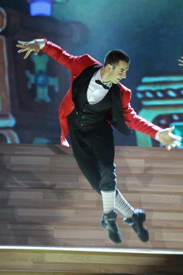 Atanas Malamov Dances in Dancing with the Stars Vietnam with Minh Hang