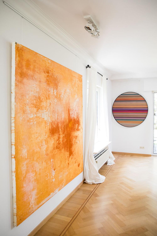 IMG Alexia Werrie Gallery Tervuren Abstract art catherine van pottelsberghe abstract painting orange 190 x 190 cm helene dawans round painting on wood