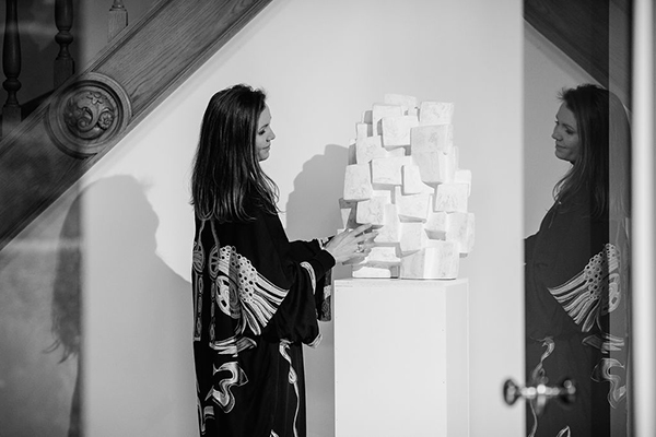 Alexia Werrie presenting Delphine Brabant Sculpture in plaster white color inspired by architecturet