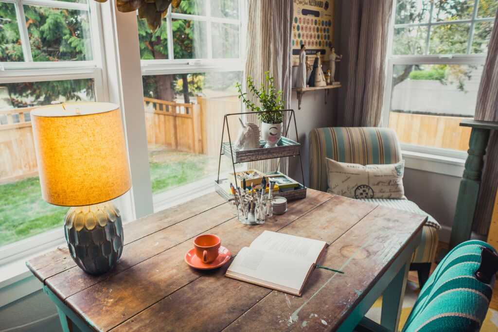 HOME OFFICE TIPPS: MANAGING WORK AND LEISURE