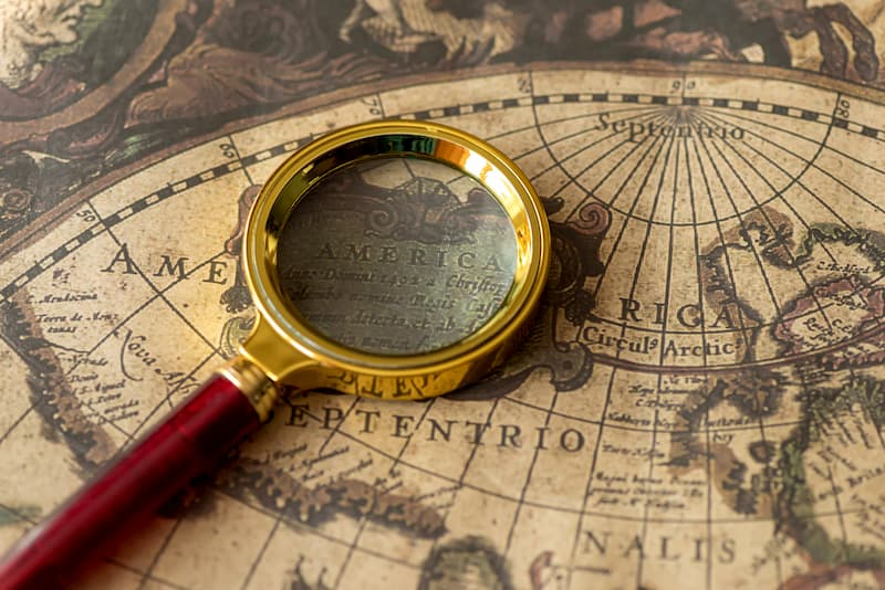 What is SEO? Image with a magniying glass searching a world map