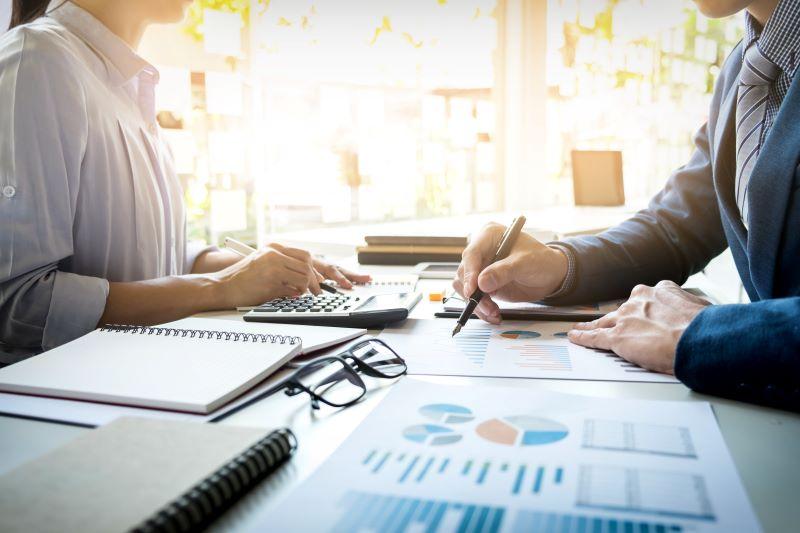 Onko aika ottaa yrityslainaa? Tässä on 5 yleistä vaaraa, joita sinun tulisi välttää.