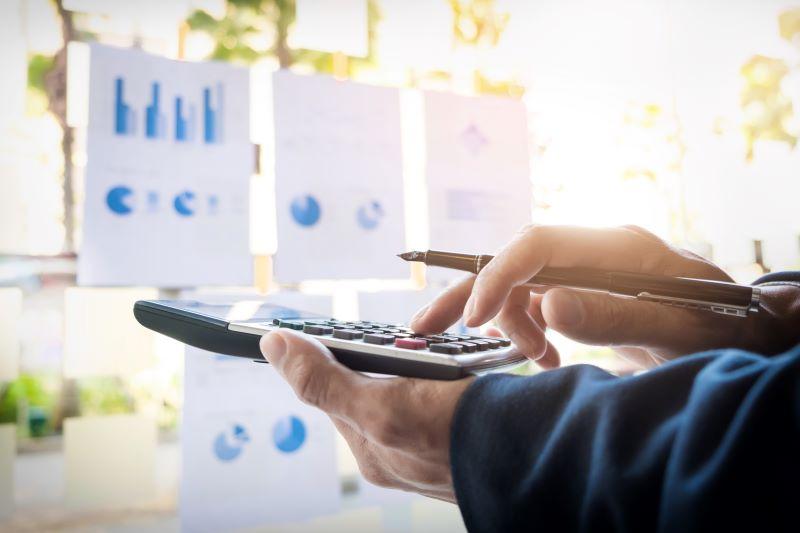 Yrityslainan kokonaiskustannukset