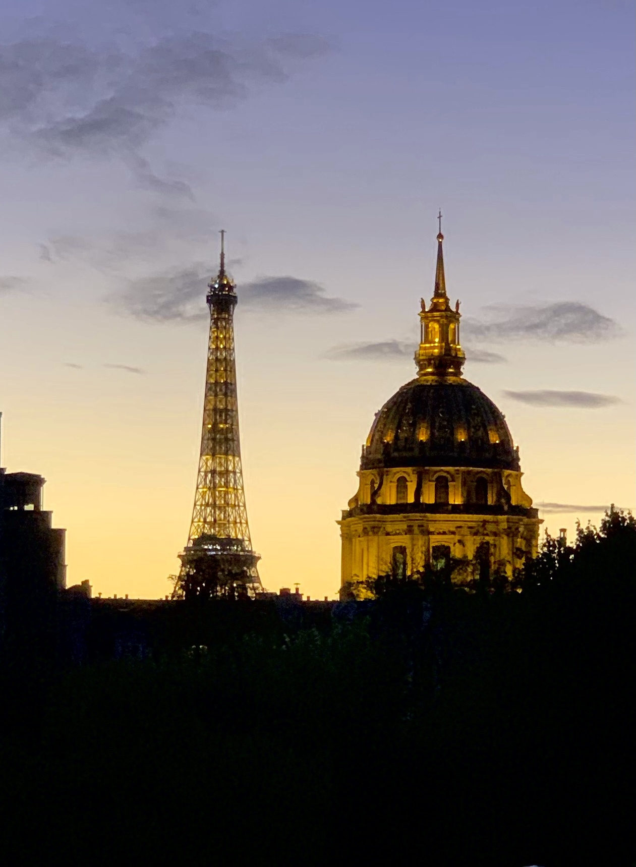 Tour Eiffel and Les Invalides during sunset