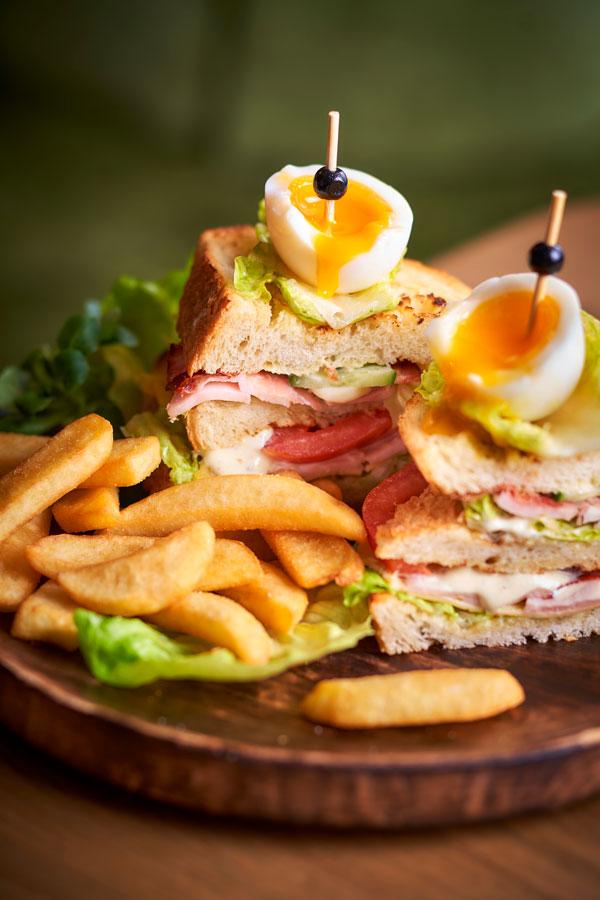 Sandwich met friet bij Merlijn