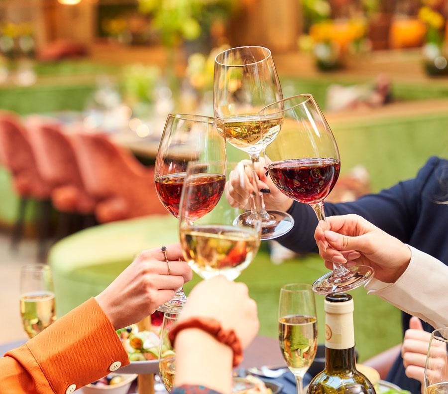 Glazen wijn in brasserie Merlijn