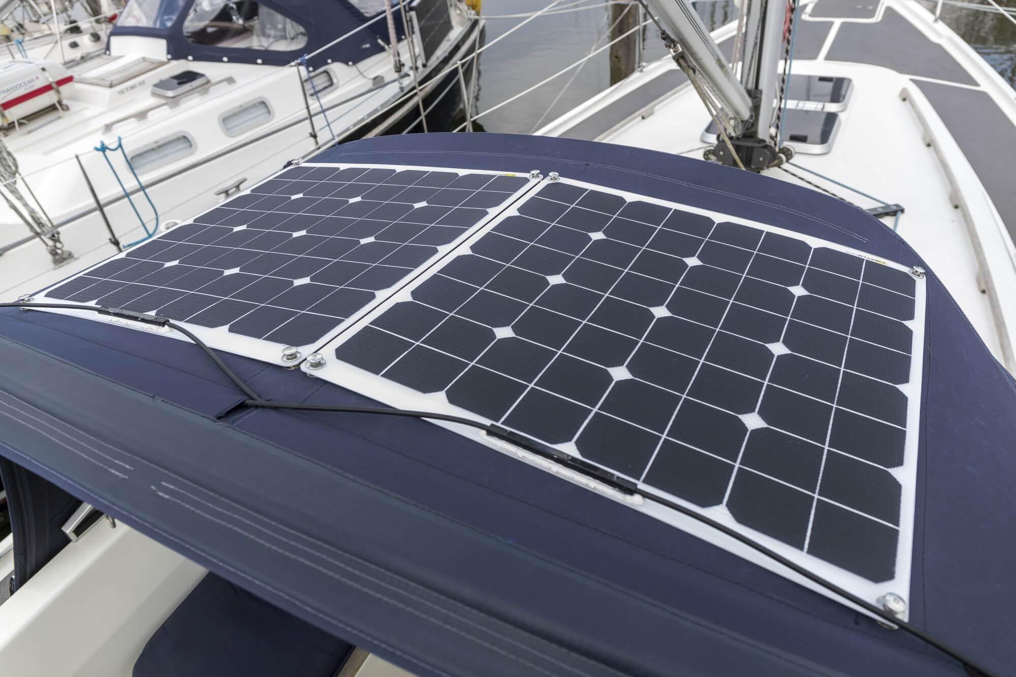 Solarpanel auf einem Boot