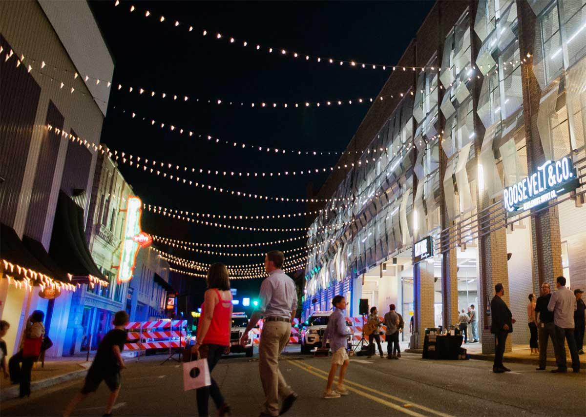 shoppers walking in downtown Huntsville