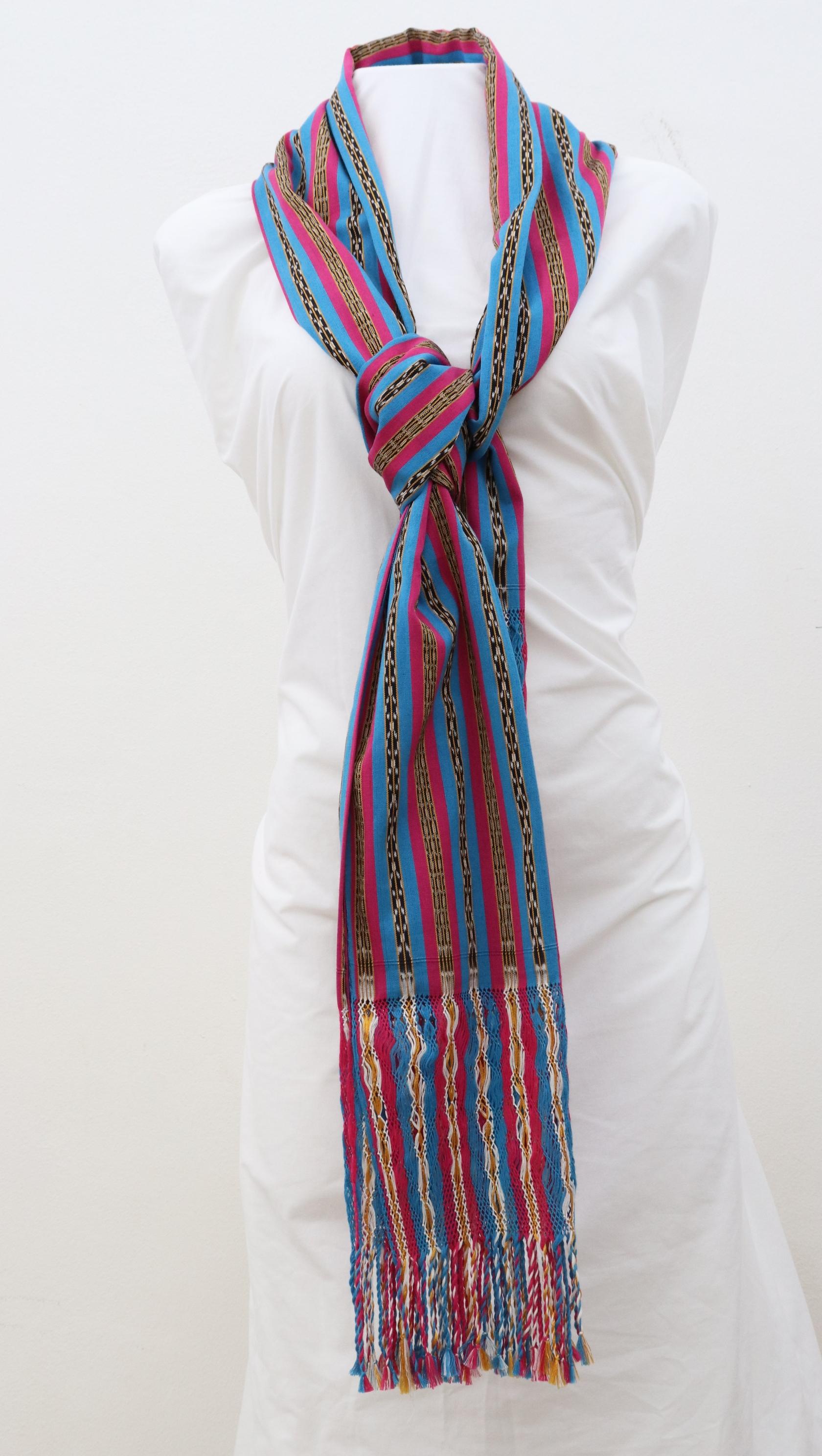 Rebozo mexicano. Bufanda. Envoltura de mujer. Envoltura de tarde. Distintas formas de vestir.