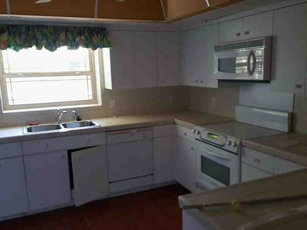 Kitchen before remodeling in St. Petersburg, Florida