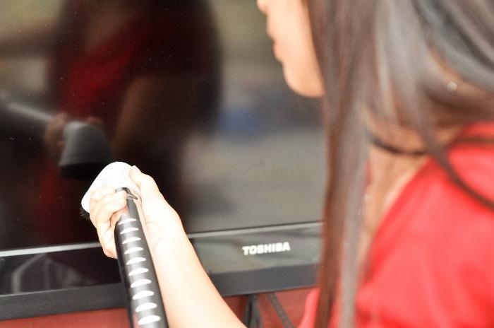 Những sai lầm người dùng thường mắc phải khi vệ sinh Tivi