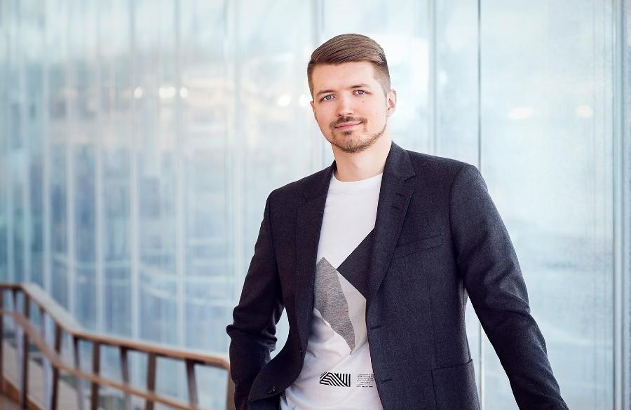 🔍 Köyhästä Itä-Euroopasta pokerimaailman huipulle ja markkinointiyrittäjäksi Suomeen – David Blinovin tarina hakee vertaistaan