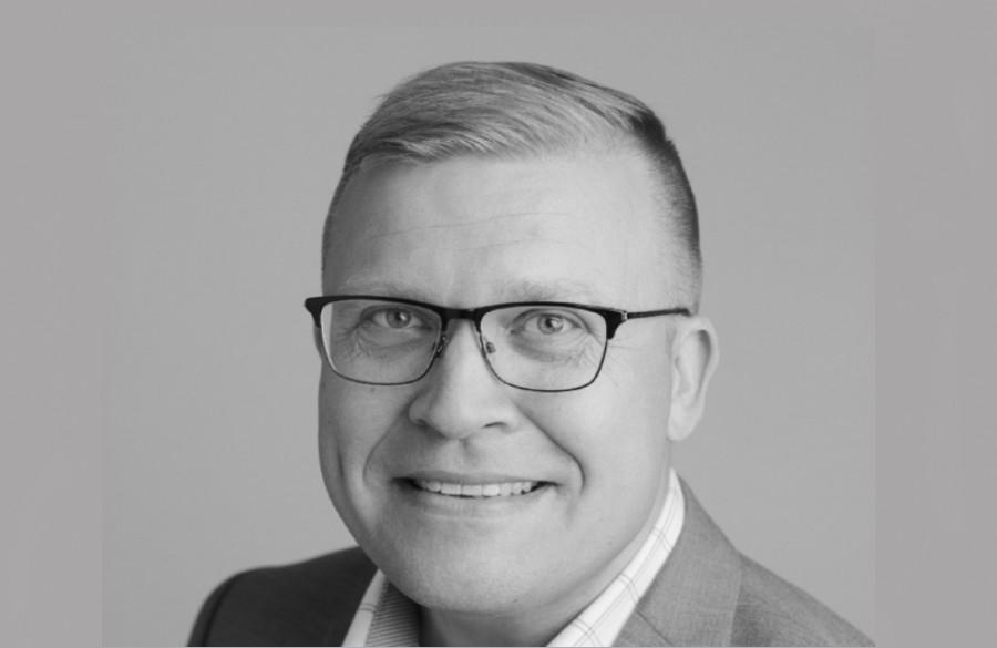 Toimittajana tunnetuksi tullut Jussi Eronen vaihtoi viestintäkonsultiksi Drumiin – palkittu journalisti kertoo, mitä suomalaisessa viestinnässä pitäisi parantaa