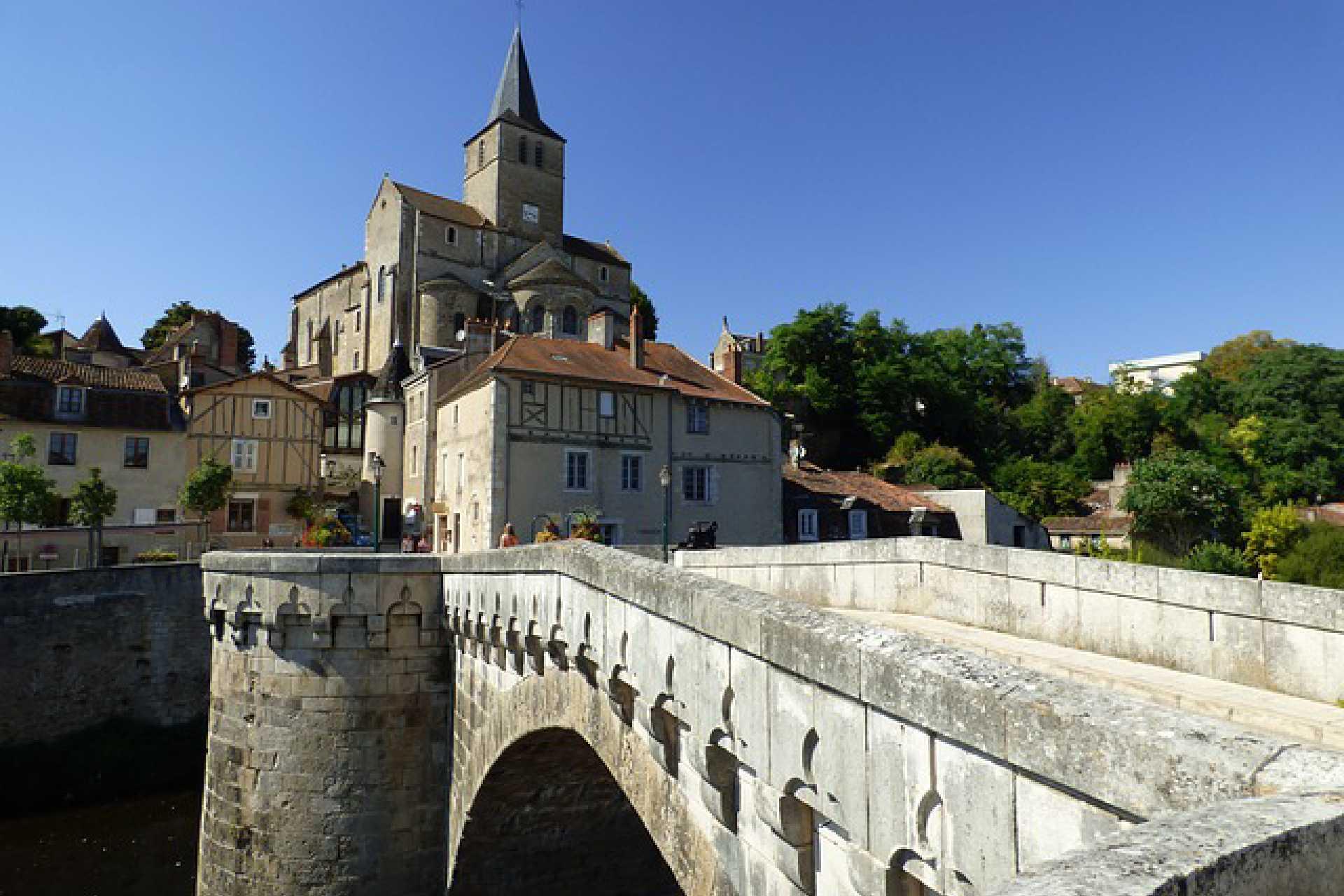 Balade à Montmorillon depuis le pont gothique
