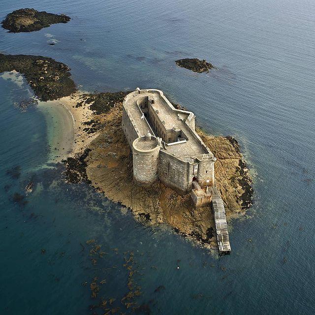 Le château du taureau dans la baie de Morlaix