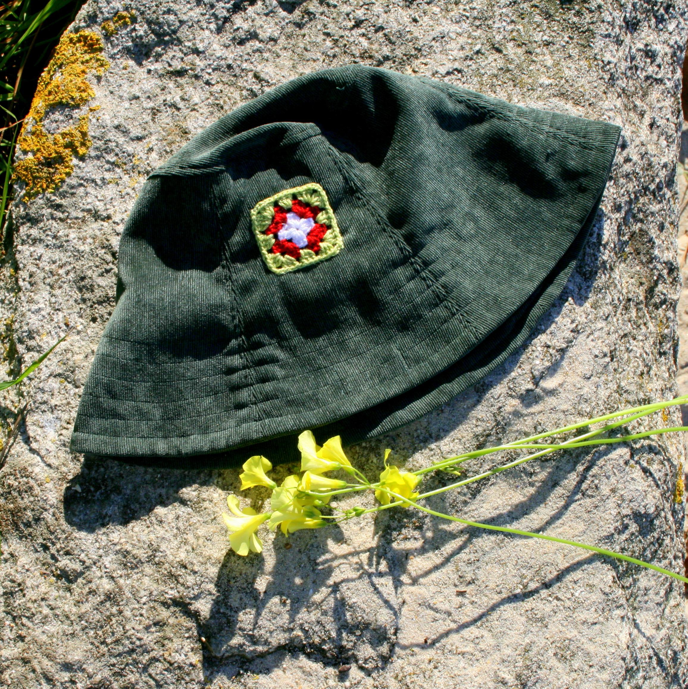 "Sombrero ""Pana detalle crochet"""