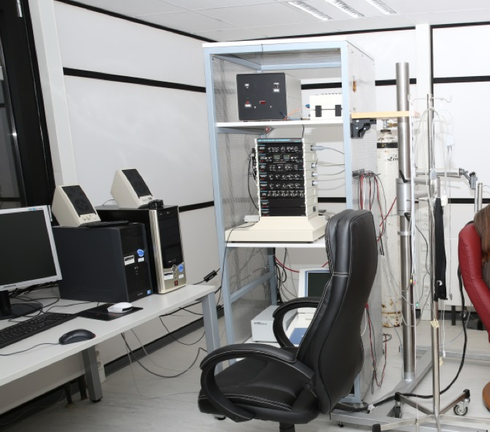 Lab with computers and other devices