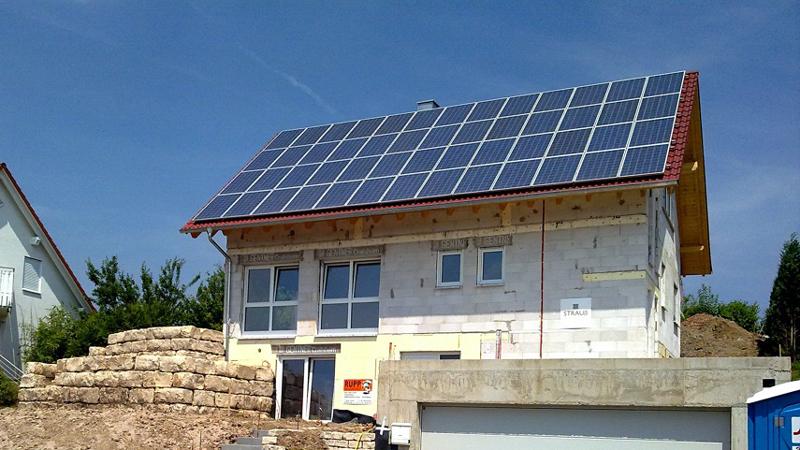 Solarenergie unterstützt und entlastet andere Heizsysteme