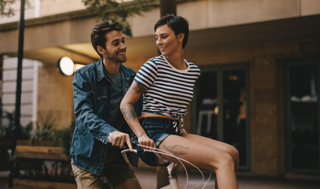 Happy couple on a bike ride in the city.