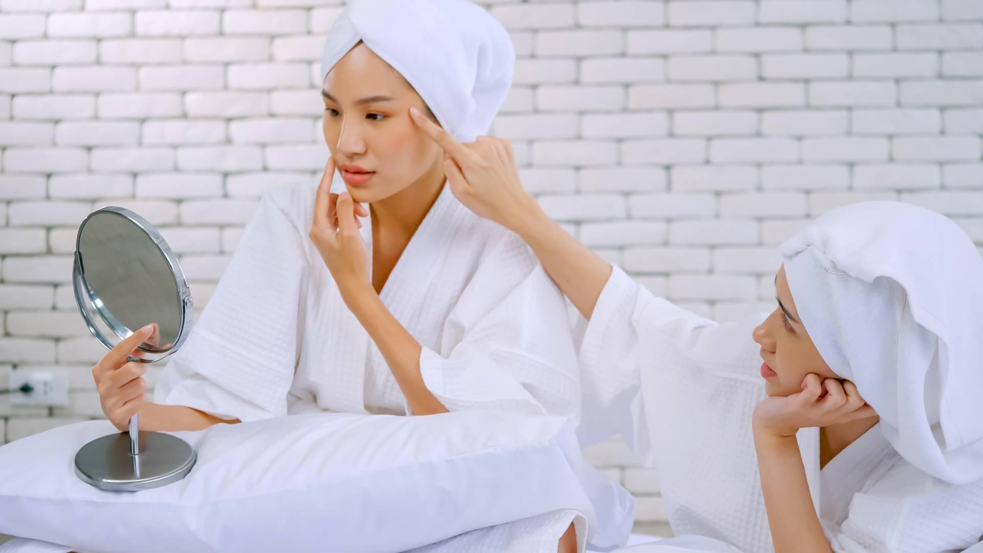 5 Hal yang Perlu Kamu Ketahui Sebelum Lakukan Peeling Wajah