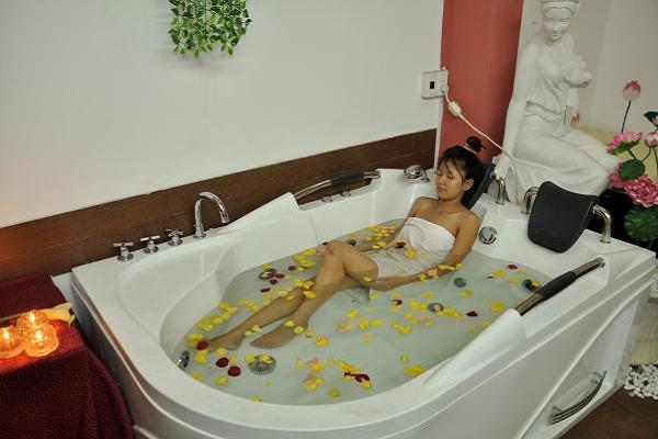 ⑩ Kích thước bồn tắm massage - Bếp Phương Đông