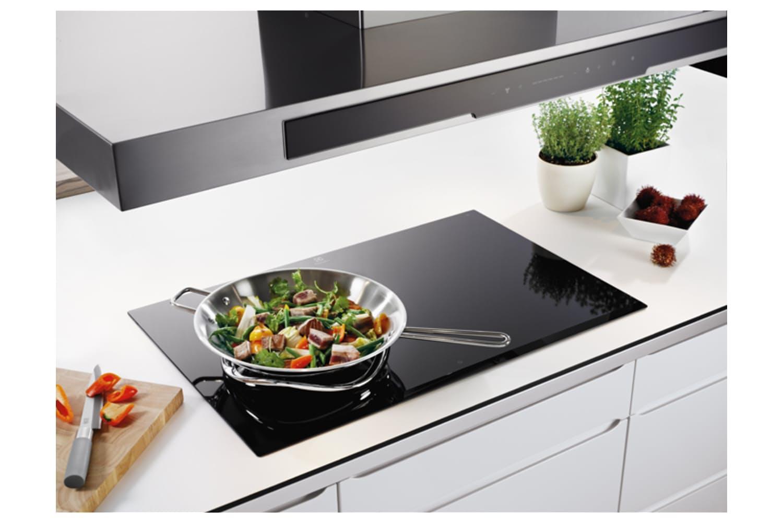 Không gian bếp hiện đại và thanh lịch hơn với mẫu bếp từ mới