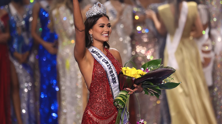 And the crown goes to ... Miss Mexico. Andrea Meza