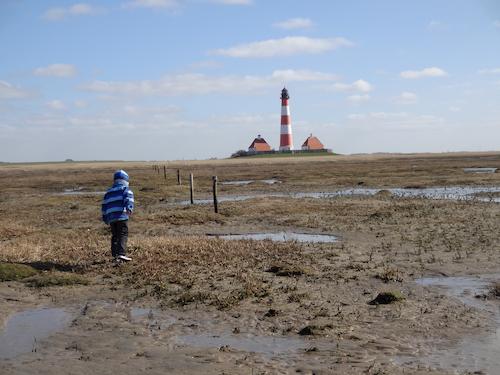 Leuchtturm und Wattenmeer