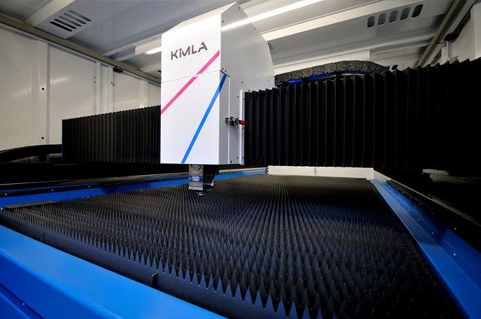 Typischer Innenraum einer Laserschneidanlage